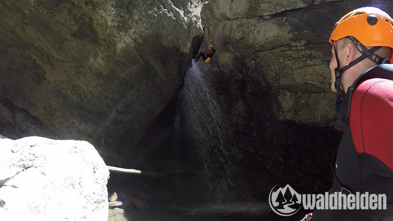 Canyoning Starzlachklamm Abseilen Wasserfall