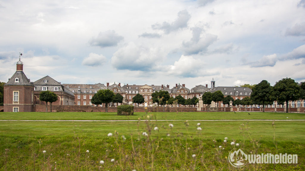 """Das imposante Schloss hat sich den Spitznamen """"Westfälisches Versailles"""" durchaus verdient."""