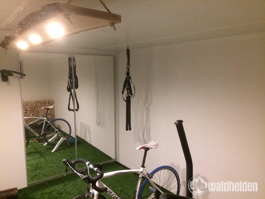 Spiegelwand im neuen Wald-Sportkeller