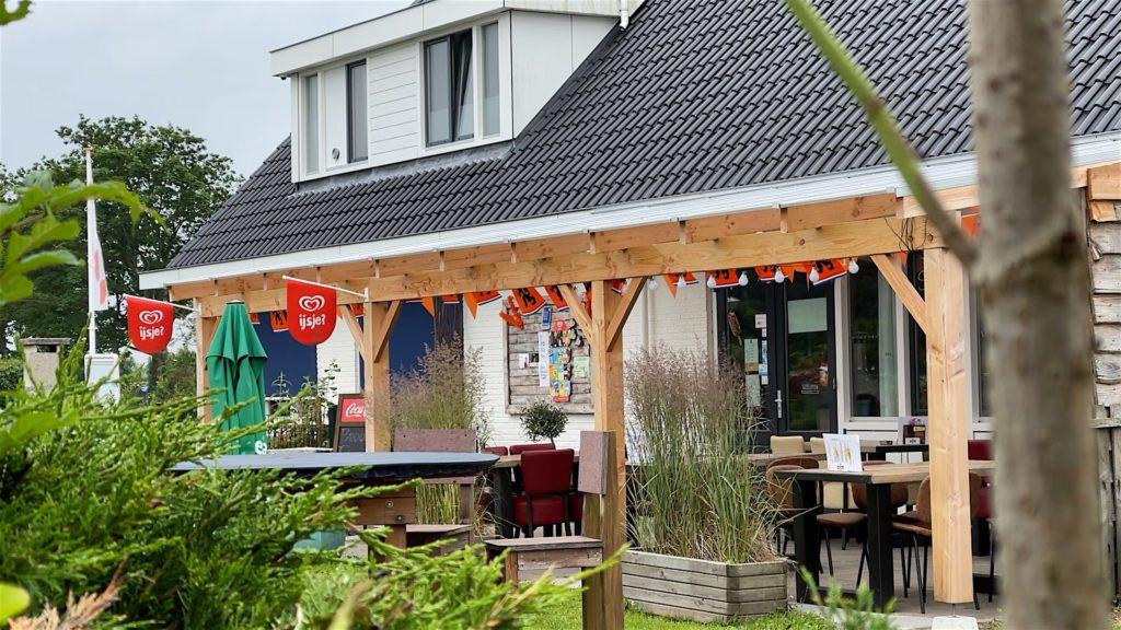 Die kleine Bar auf dem Campingplatz Sollasi.