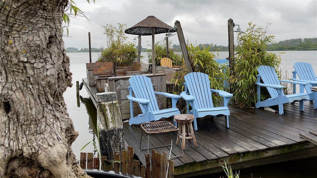 Auch nett (wenn es nicht regnet), die schwimmende Terrasse vom Como in Noordwijk.
