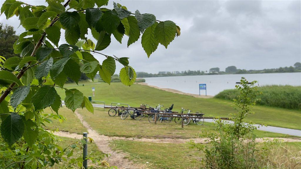 Das Meer, das eigentlich ein Baggerloch ist... Oosterduinse Meer in Noordwijkerhout.